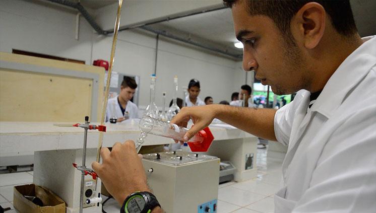 Série de vídeos Nossos Laboratórios apresenta o Laboratório de Química da Unifesspa