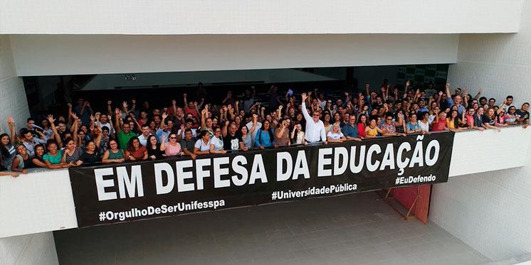 Ato Público em apoio à Unifesspa reúne centenas de pessoas no campus de Marabá