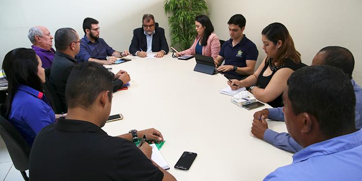 Reitoria se reúne com empresas e busca estratégias para manter serviços essenciais