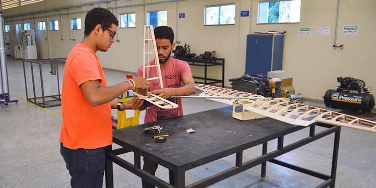 Estudantes da Unifesspa constroem aeronave para competição nacional de aerodesign
