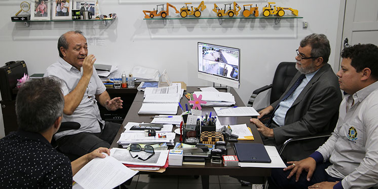 Reitoria se reúne com prefeito de Marabá para discutir demandas de transporte e urbanização