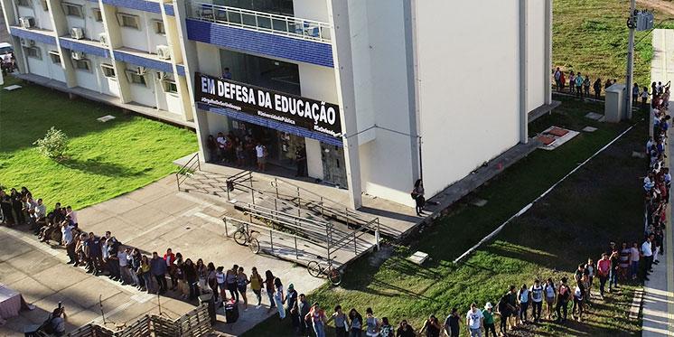Abraço coletivo marca as comemorações dos 6 anos da Unifesspa